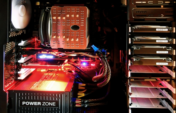 パソコンのケース内部